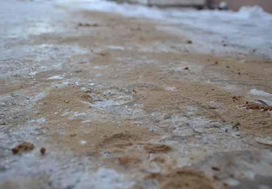 песок на дорожке